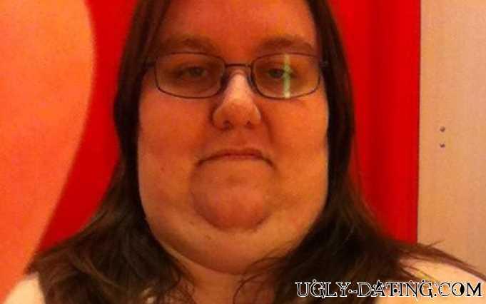 Wer mag eine extrem hässliche Frau ficken?